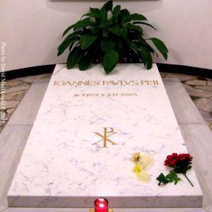 100_4784_jpII_tomb
