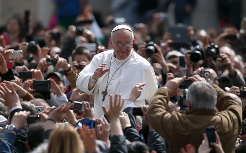 Pope_Francis_Easte_2726426k